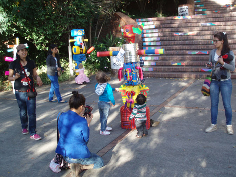play with totems bogota