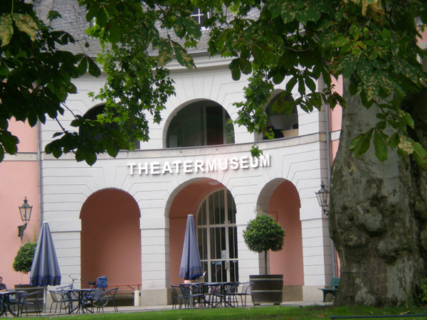 licht schriftzug theatermuseum düsseldorf